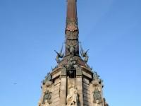 Monument van Columbus steekt overal boven uit